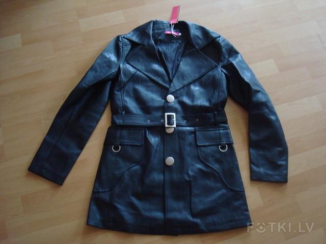 Чёрная куртка размер S, длина 76 см - 6,00 Ls