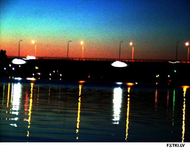 Мост через Лиелупе ночью.