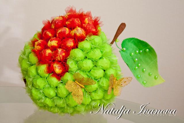 Яблоко из конфет своими руками мастер класс с