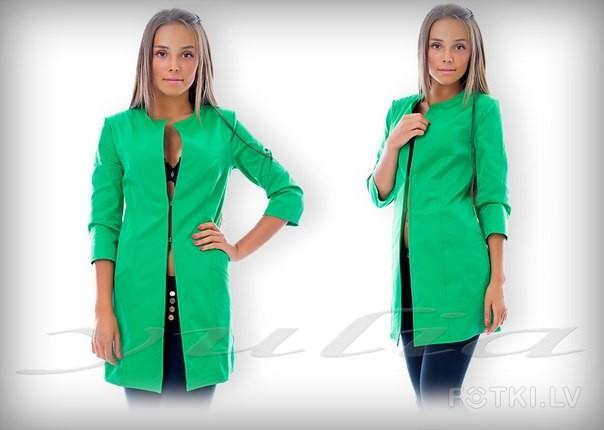Стильный удлиненный пиджак на 2 застежки-крючка с карманами