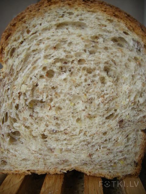 Формованный хлеб с зёрнами