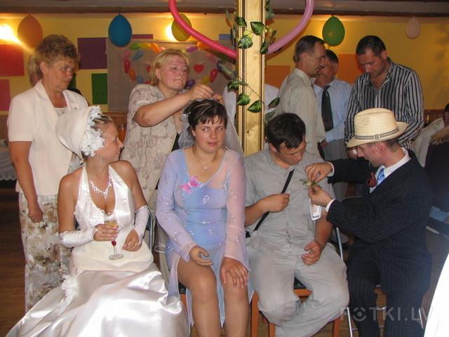 девушкой на с свадьбе друга знакомство