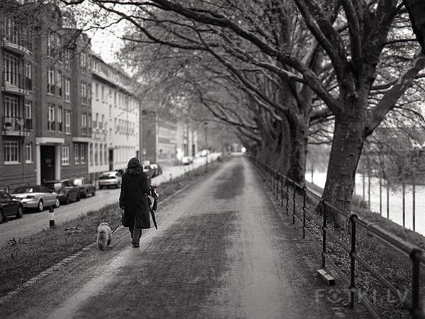 Walking with friend (Mamiya)